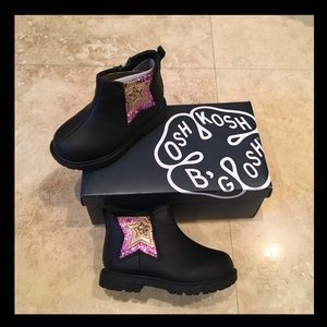 🌸NWT🌸Awesome Oshkosh glittered toddler booties